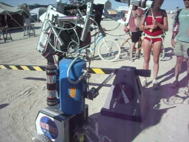 Burning Man 2011 - Hotshot the Robot.AVI_snapshot_00.55_[2011.10.11_11.59.58].jpg